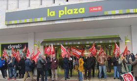 Trabajadores del comercio de alimentacin de Badajoz piden a la patronal que rectifique