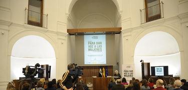 La Asamblea de Extremadura acoge presentacion del directorio de expertas