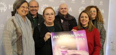 El cartel del 8 Marzo del Ayuntamiento de Mérida recalca que