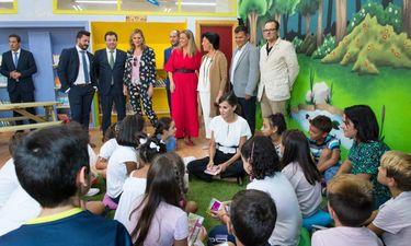 La Reina Letizia, junto a Fernández Vara, en la apertura nuevo curso en Torrejoncillo