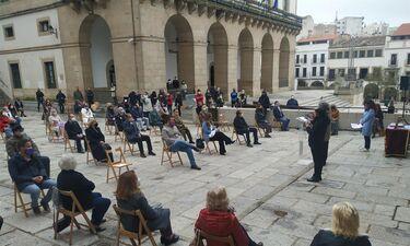 Ayuntamiento Cáceres premia a empresaria Victoria Bazaga y a la periodista Elisa Blázquez
