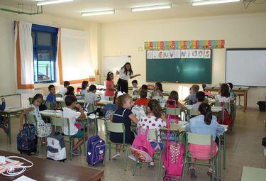 UCE calcula que la vuelta al cole costará una media de 450 euros por alumno