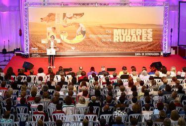 Leire Iglesias subraya el papel fundamental de mujeres en el desarrollo del medio rural