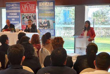 Gil Rosiña insta a la empresa extremeña a situar a las mujeres en puestos de dirección