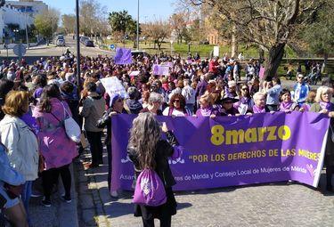 Miles de personas salen a las calles de Extremadura para reivindicar derechos de la mujer