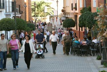 La edad media de la mujer en Extremadura es  de 45,33 años