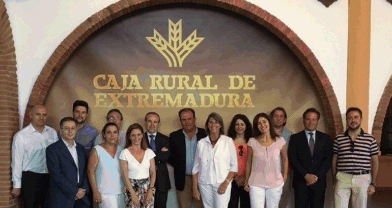 Caja rural de extremadura mantiene una jornada de for Caja de extremadura oficinas