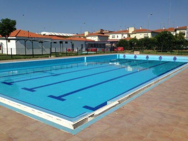 Las piscinas municipales de m rida abrir n este s bado for Construccion de piscinas merida