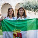 La participante extremea en el Reto Pelayo Vida Andes 2019 recibe la bandera extremea