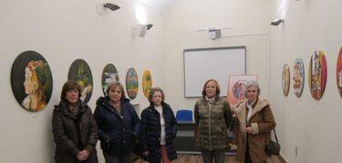 Asociación de mujeres de Cáceres expone en el Palacio de la Isla en formato redondo
