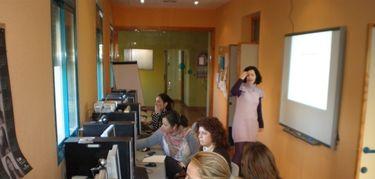 Servicio acogida en casas de la mujer de Cáceres y Badajoz se contratará por 717.534 euros