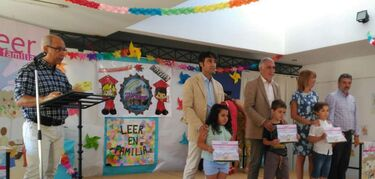 M�s de 45.000 familias extreme�as participan en una campa�a sobre compromiso de lectura diaria con los hijos
