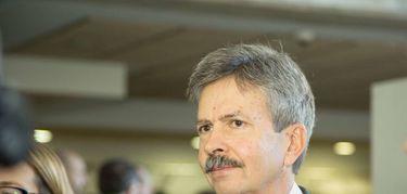 Navarro apuesta por identificar las barreras de la mujer en la ciencia