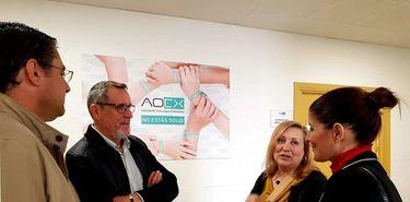 Gil Rosia tacha de encomiable el trabajo de AOEx en beneficio de pacientes y familiares