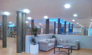 Una familia de Montijo dona a la biblioteca municipal más de trescientas obras