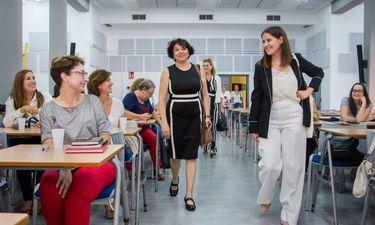 Gil Rosiña y la secretaria de Estado de Igualdad se reúne con directoras de Casas de Mujer