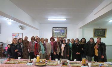 Mujeres musulmanas y cristianas mantienen encuentro para rechazar el maltrato
