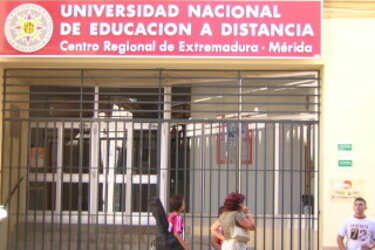 La UNED la Jefatura Superior de Policía la Asociación para la Donación Médula Ósea Adolfo Suárez y Robe Iniesta Medallas de Extremadura 2014