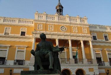 Ayuntamiento de Badajoz guarda minuto de silencio por últimas víctimas de violencia género