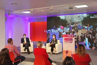 En Mérida, Carmen Calvo afirma que es necesario apuntar desigualdades que sufren mujeres