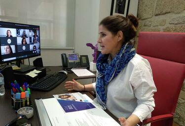 La consejera de Igualdad se reúne con la asociación Women Space