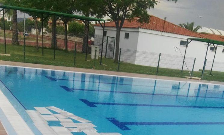 Actos vand licos en la piscina del polideportivo diocles for Piscina polideportivo