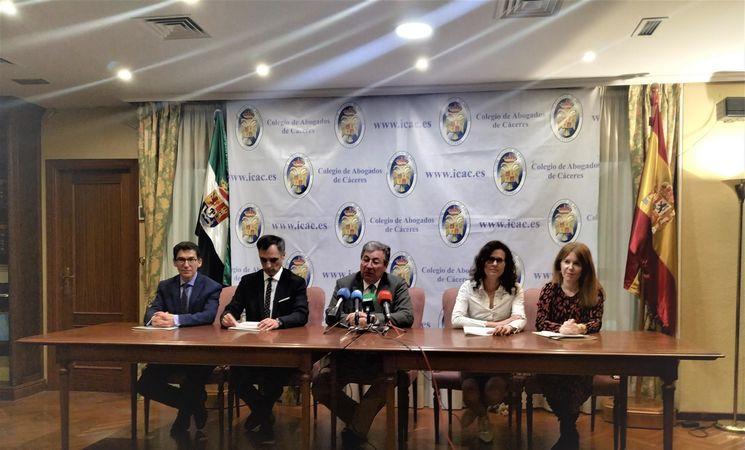 El Colegio de Abogados de Cáceres convoca una protesta para el próximo martes