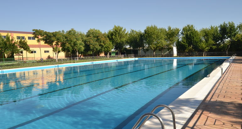 La piscina municipal de puebla de sancho p rez abre sus for Piscina municipal caceres